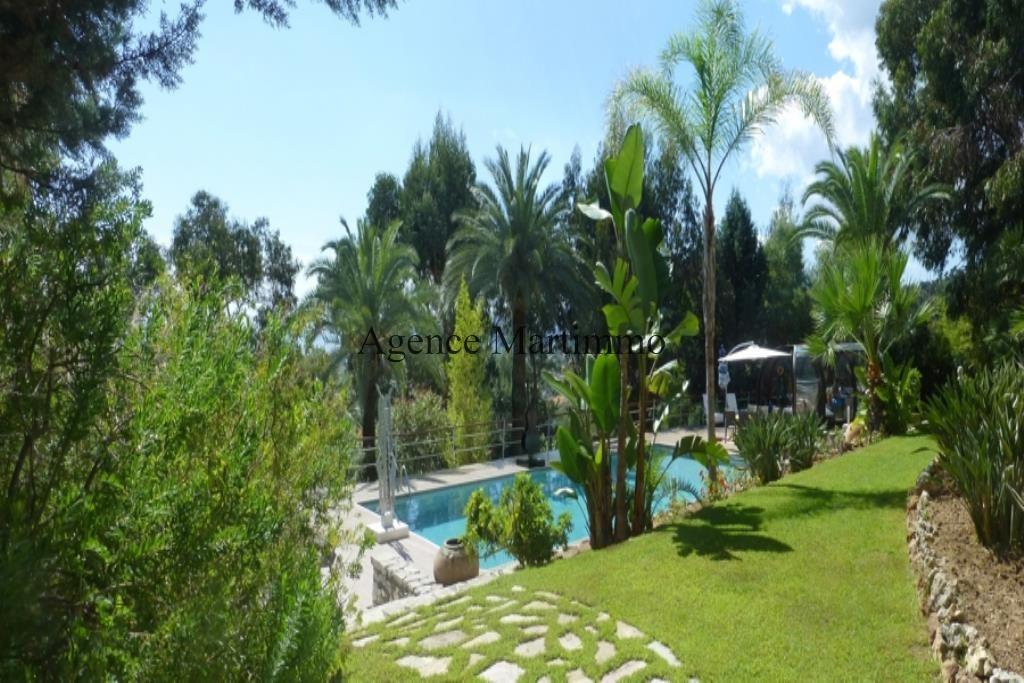 Sunny Lands piscine et pool house